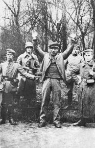 Der gefangengenommene 18-jährige Eisendreher Johann Lehner kurz vor seiner Hinrichtung, 3. Mai 1919