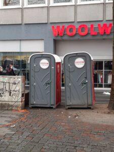 Keine Toiletten am Wiener Platz