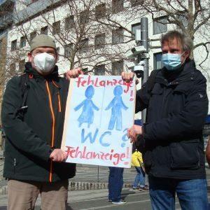 Kundgebung für eine öffentliche Toilette am Wiener Platz In Mülheim